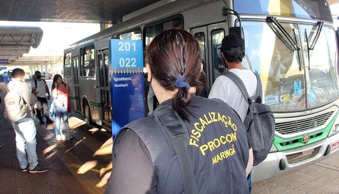Vistoria surpresa do Procon verifica ocupação dos ônibus no Terminal Urbano.
